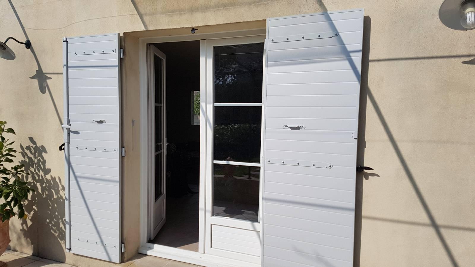 Couleur Volet En Provence installation de volets battants aluminium isolé à frise